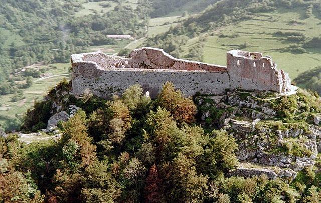 web-graalburcht-Montsegur-kasteel-foto-4-dichtbij